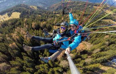 thermiknet gleitschirmtandemflug 400x255 Abenteuer Tandemfliegen, dein Tandemflug vom Zettersfeld oder Hochstein!